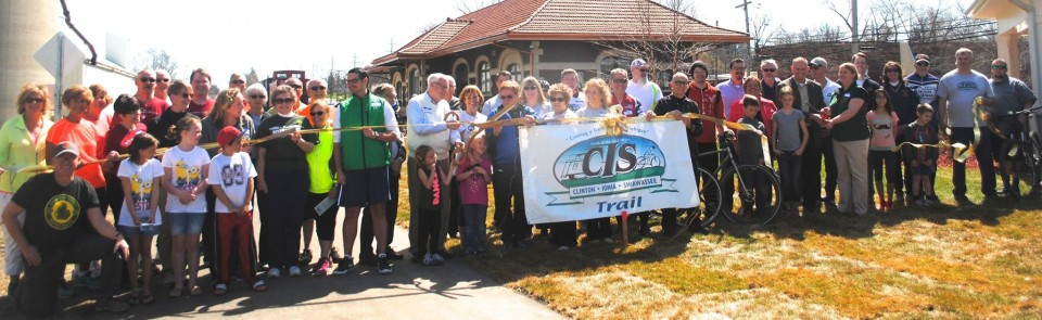CIS Trail Ribbon cutting2015