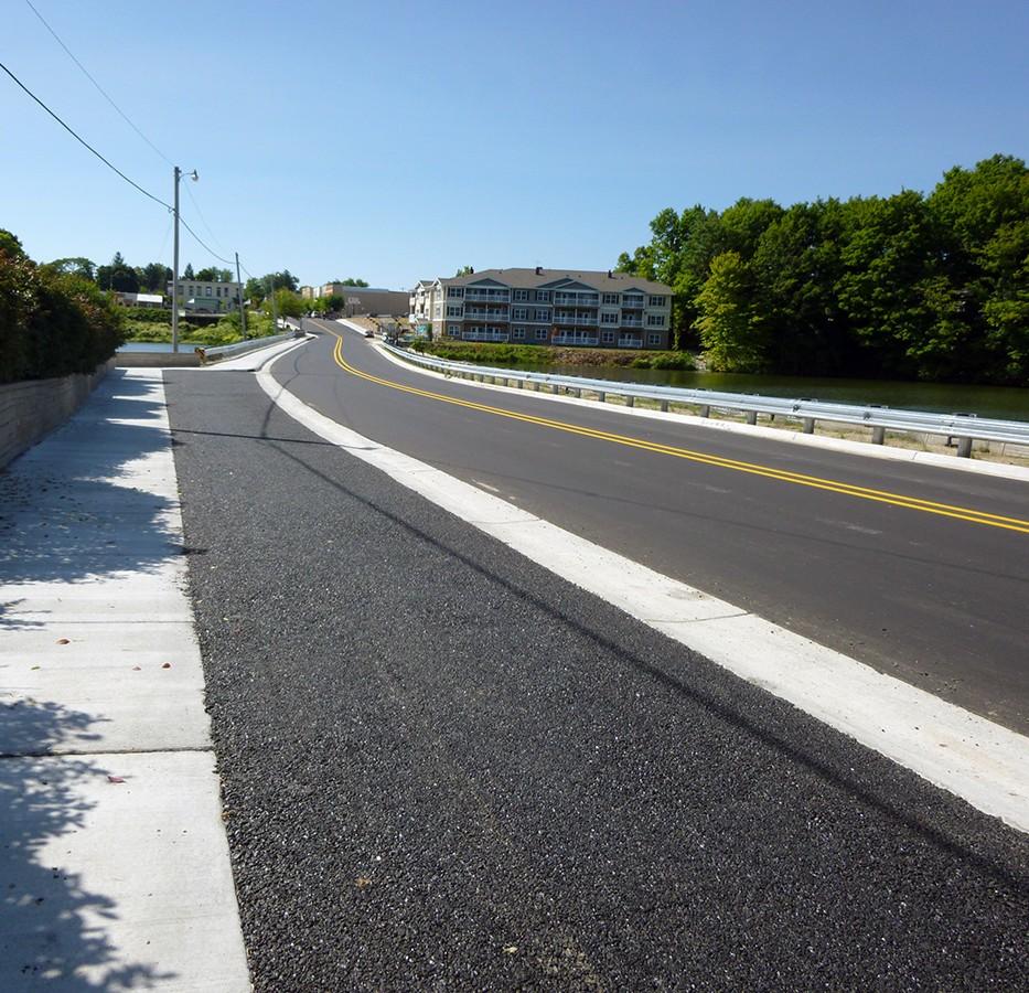 Porous pavement along veterans park