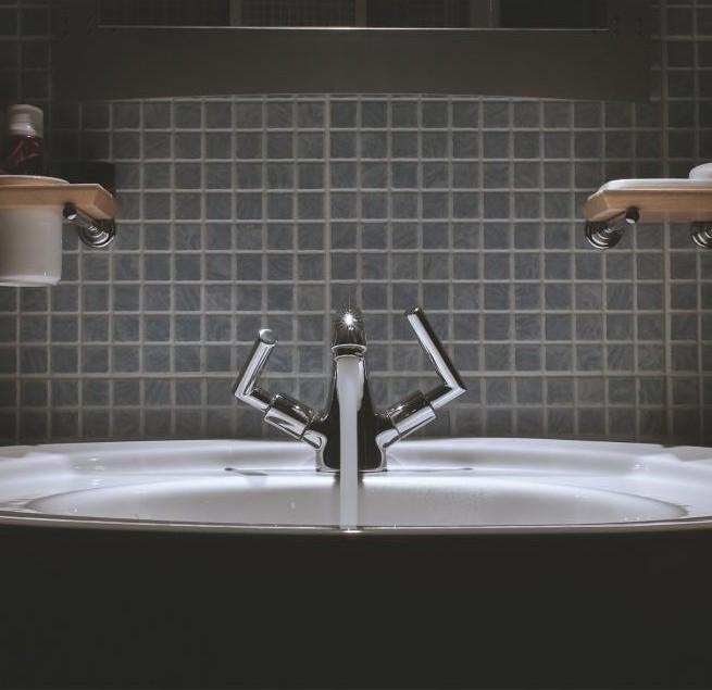 sink faucet, running